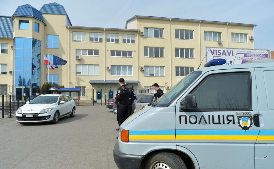 Ukraińska policja przed konsulatem