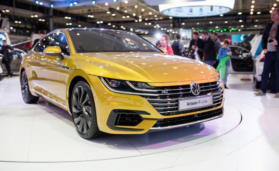 VW sprezentował nam liftbacka z nisko poprowadzoną linią dachu, który ma wnieść powiew świeżości do stylistyki samochodów z Wolfsburga