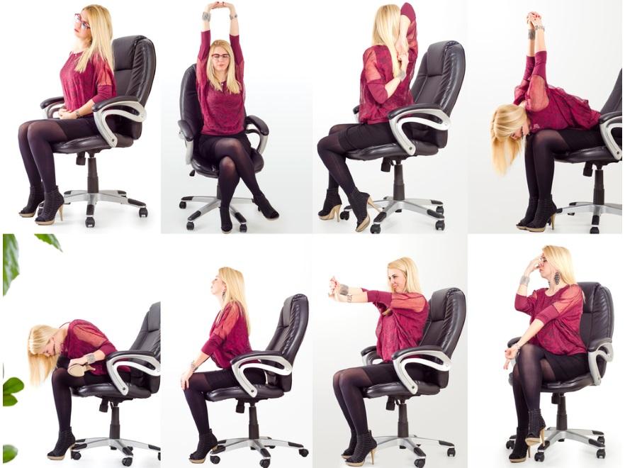 Kobieta ćwiczy przy biurku