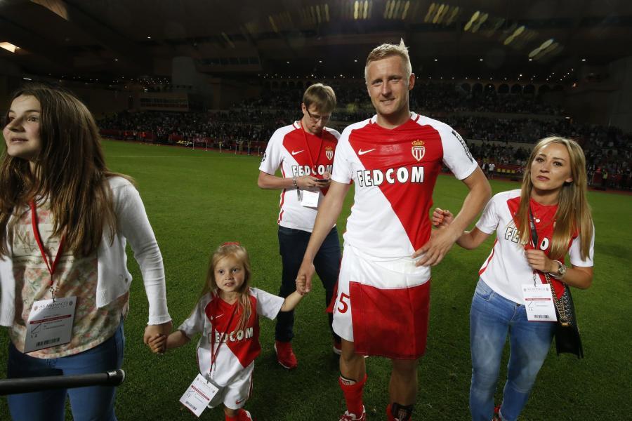 Kamil Glik i z córką i żoną