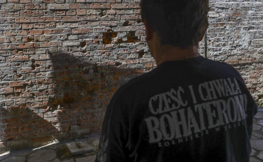Ściana śmierci odkryta w b. areszcie śledczym Warszawa-Mokotów