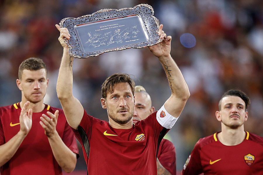 Morze łez na stadionie w Rzymie podczas pożegnania Tottiego