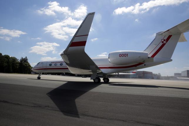 Samolot Gulfstream G550 na płycie lotniska