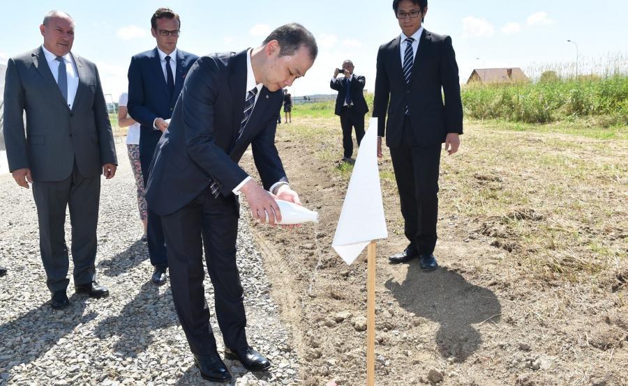 Budowę zainaugurowano tradycyjną japońską ceremonią oczyszczenia