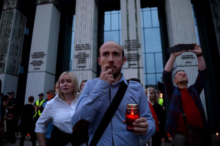 Borys Budka w czasie protestu przed Sądem Najwyższym
