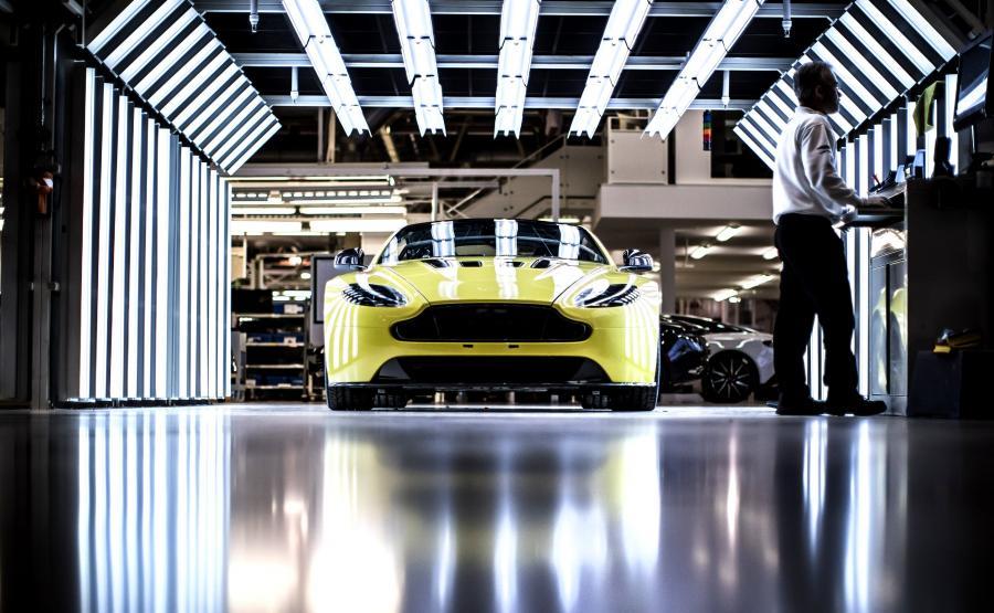 Aston Martin ostrzega przed skutkami zakazu sprzedaży samochodów z silnikami spalinowymi