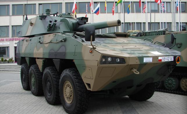 Moździerz SMK 120 mm RAK na podwoziu KTO Rosomak (CC BY-SA 3.0)