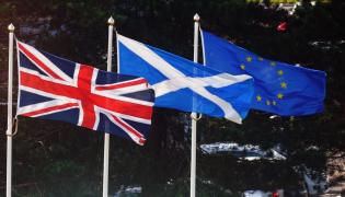 Flagi Wielkiej Brytanii Szkocji i UE