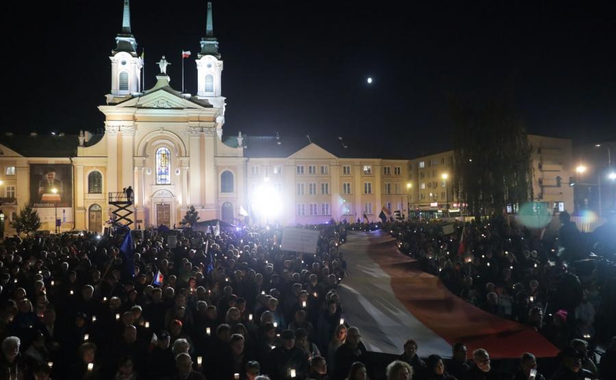 Demonstracje w obronie sądów