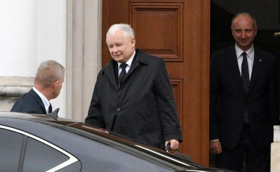 Kaczyński wychodzi ze spotkania z Andrzejem Dudą