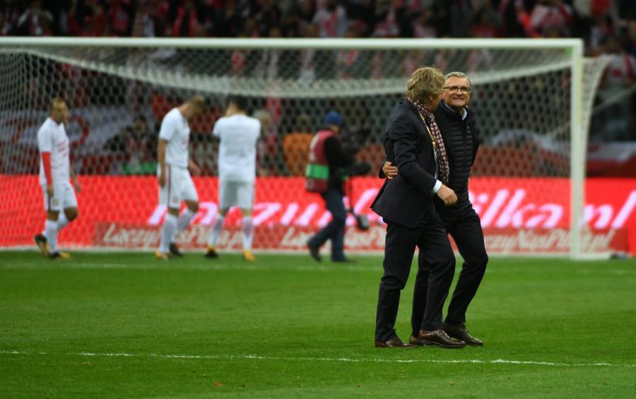 Prezes PZPN Zbigniew Boniek (L) i trener piłkarskiej reprezentacji Adam Nawałka (P)