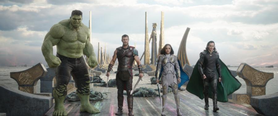 "Kadr z filmu ""Thor: Ragnarok"". Polska premiera 24 października 2018 roku"