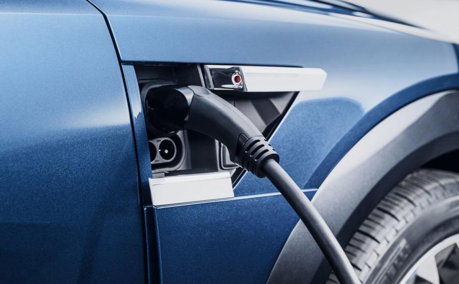 Auto elektryczne według polskich kierowców powinno kosztować 60 tys. zł i mieć zasięg do 150 km