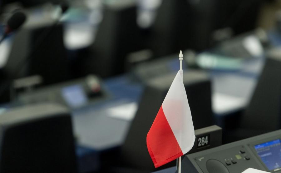 Polska flaga w europarlamencie