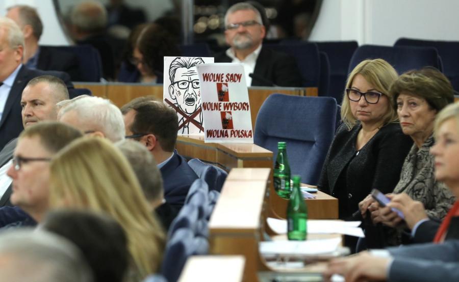 Senatorowie podczas posiedzenia Senatu