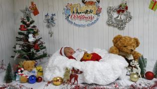 Tajskie noworodki w świątecznych przebraniach