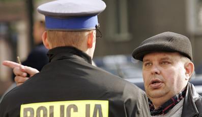 Kononowicz pozwoli policji bić ludzi