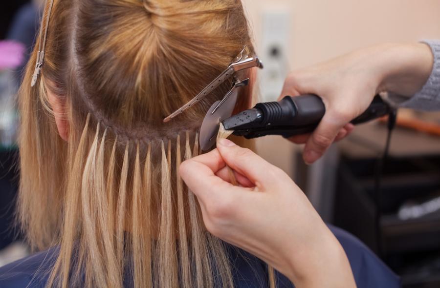Doczepianie włosów