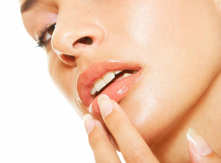 Namiętne usta bez czerwonej szminki
