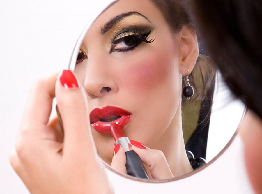 Dlaczego kobiety się malują?