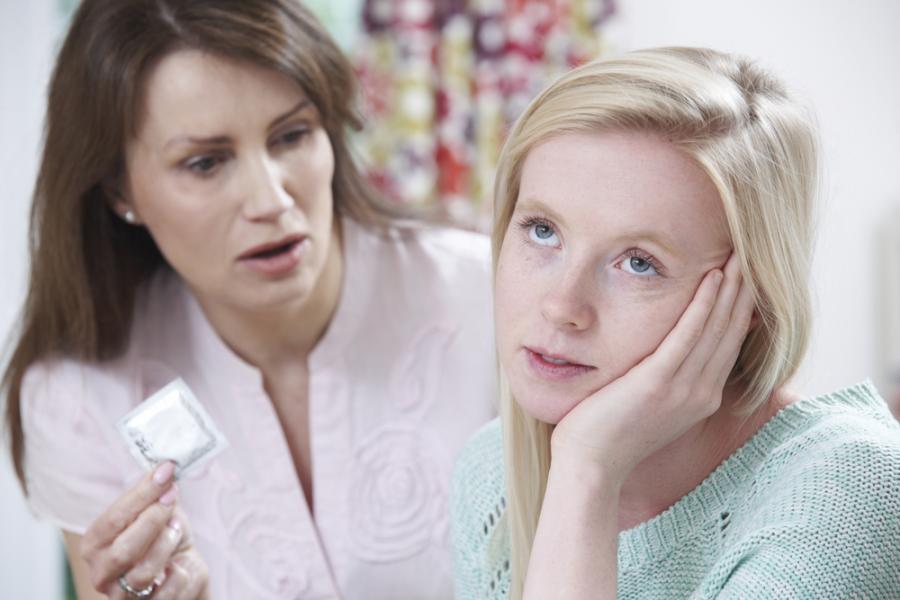Matka rozmawia z córką o seksie