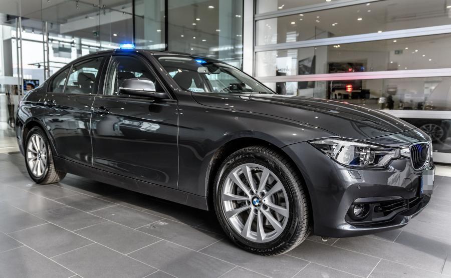 BMW 330i xDrive to samochód wyposażony w dwulitrowy turbodoładowany silnik benzynowy o mocy 252 KM i napęd na cztery koła. Do 100 km/h przyspiesza w 5,8 s