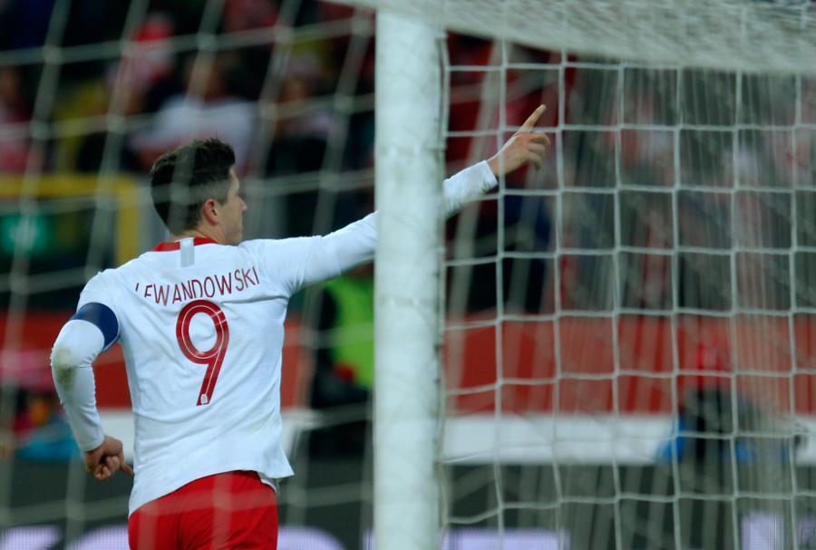 Robert Lewandowski cieszy się z bramki strzelonej drużynie Korei Południowej