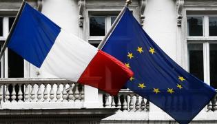 Flagi Francji i Unii Europejskiej / CC BY 4.0