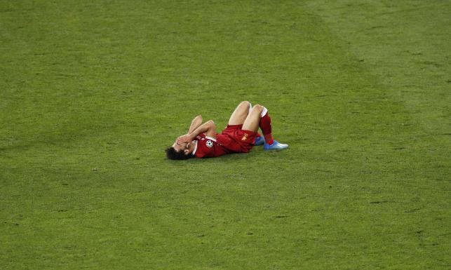 Salah może nie zagrać na mundialu w Rosji. Po tym faulu Ramosa doznał kontuzji barku