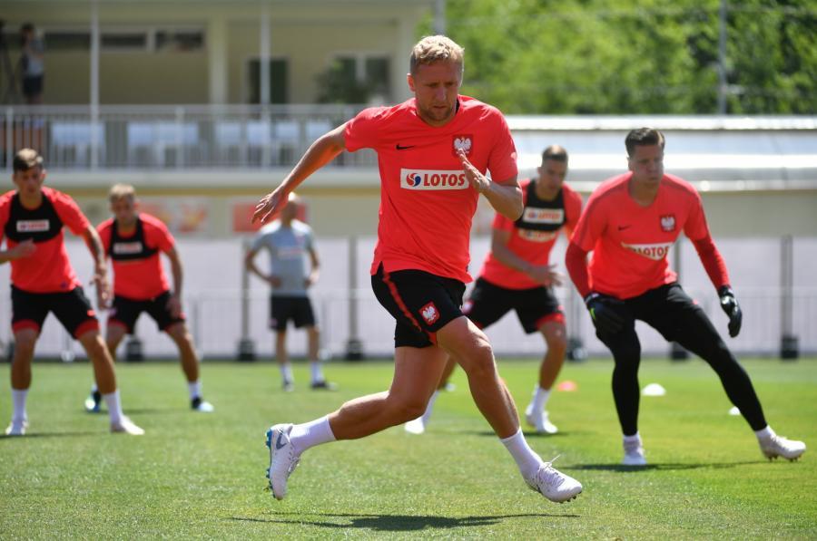 Piłkarz reprezentacji Polski Kamil Glik podczas treningu w Soczi