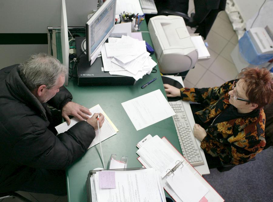 Rząd dokręca śrubę bezrobotnym