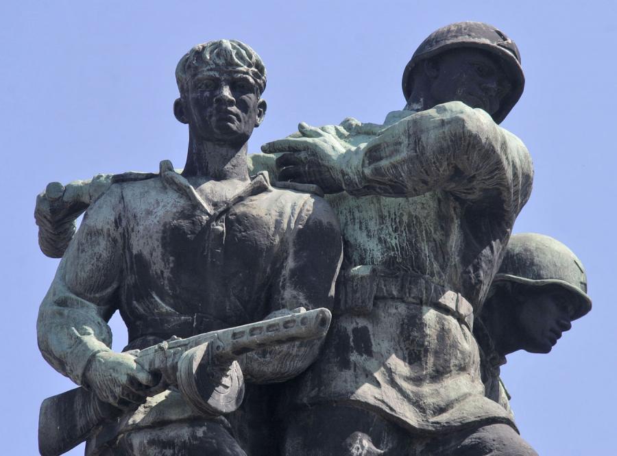 Czy symbole komunizmu znikną wreszcie z polskich miast?
