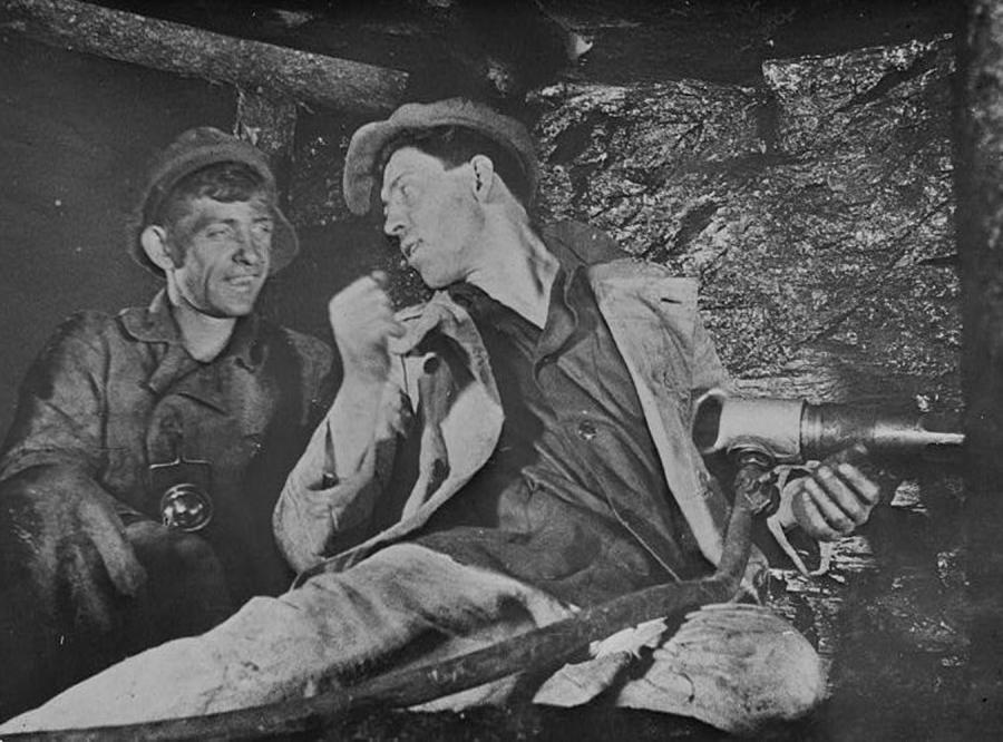 Górnik Aleksiej Grigoriewicz Stachanow w kopalni w Donbasie
