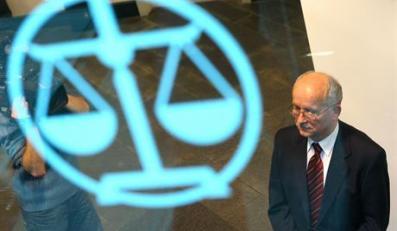 24.11.2006. WARSZAWA PL. KRASINSKICH TRYBUNAL STANUEMIL WASACZ PRZED TRYBUNALEM STANUFOT. PIOTR MOLECKI