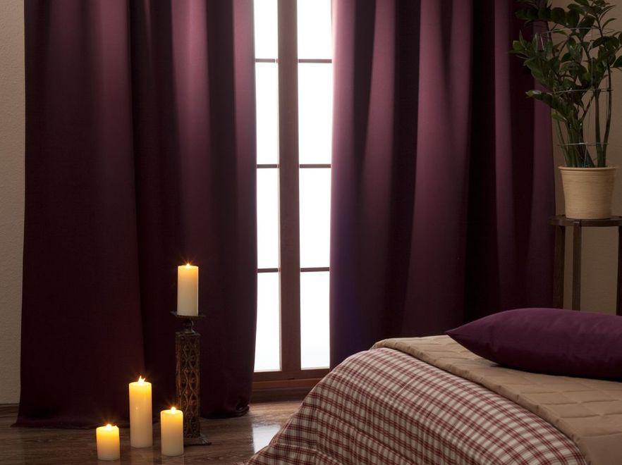 Chłodno i nastrojowo: zaciemniona sypialnia