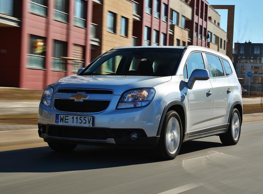 Chevrolet Orlando przy tablicy. Test nowego wśród vanów