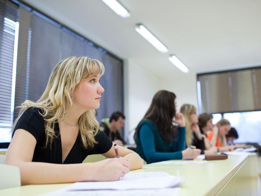 Studenci na uczelni