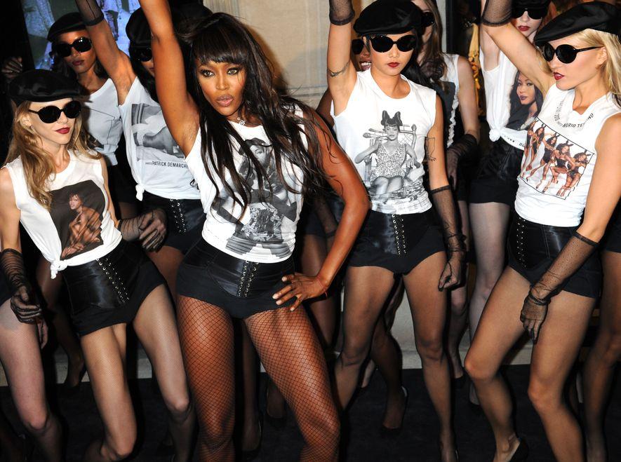 """Naomi Campbell świętuje 25-lecie swojej kariery i promuje charytatywną kampanię """"Fashion for Relief"""""""