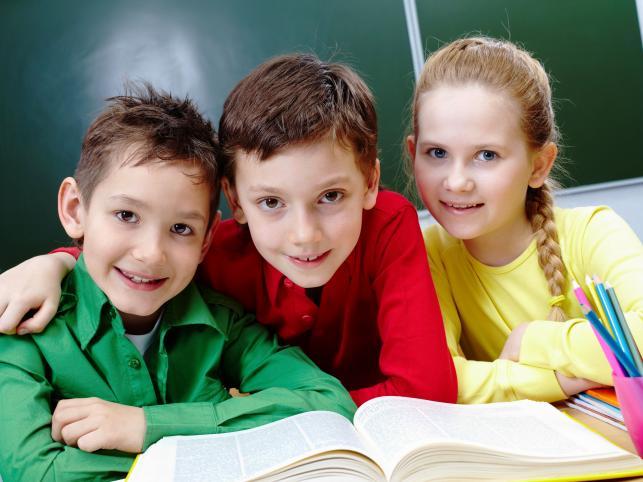Czy szkoła i gmina muszą zapewnić opiekę uczniom w czasie wakacji?