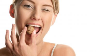 Dieta bogata w orzechy pozwala cukrzykom na lepszą kontrolę poziomu glukozy