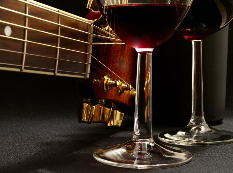 Naukowcy twierdzą, że muzyka wpływa na smak wina.