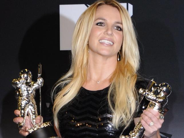 "Britney Spears nagrodzona ""Video Vanguard Award"" i za ""Najlepszy teledysk – pop"" (""Till The World Ends"")"