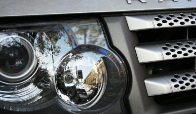 Wojsko za każde auto zapłaciło ponad 250 tys. zł; są wyposażone m.in. w skórzane fotele i podgrzewane szyby