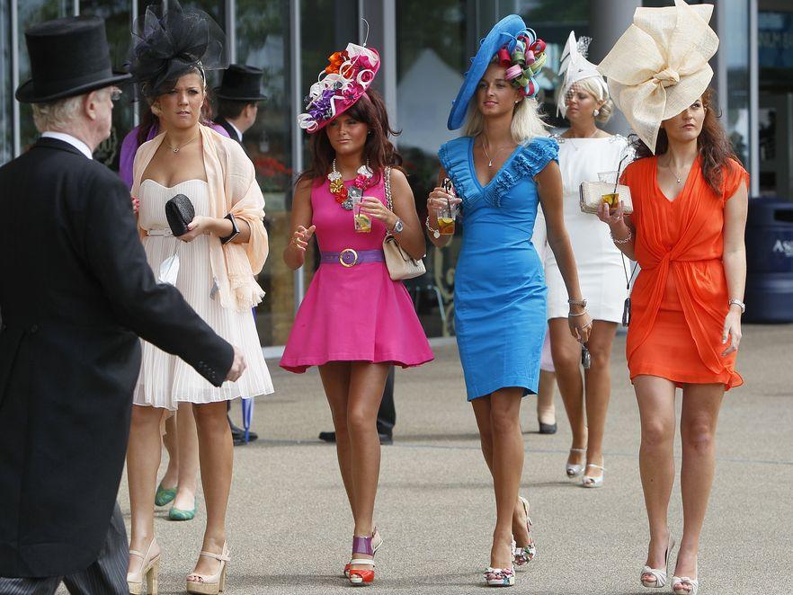 Moda i słynne kelusze na wyścigach w Ascot