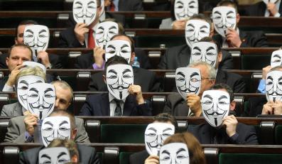 Posłowie Ruchu Palikota z maskami Anonymous