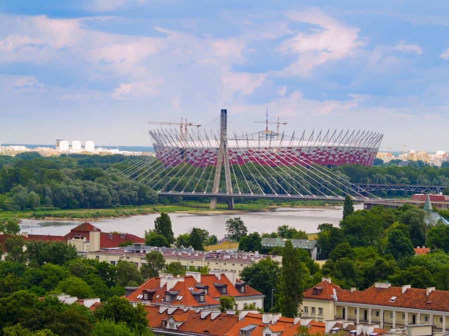 Widok na Stadion Narodowy od strony Starego Miasta w Warszawie