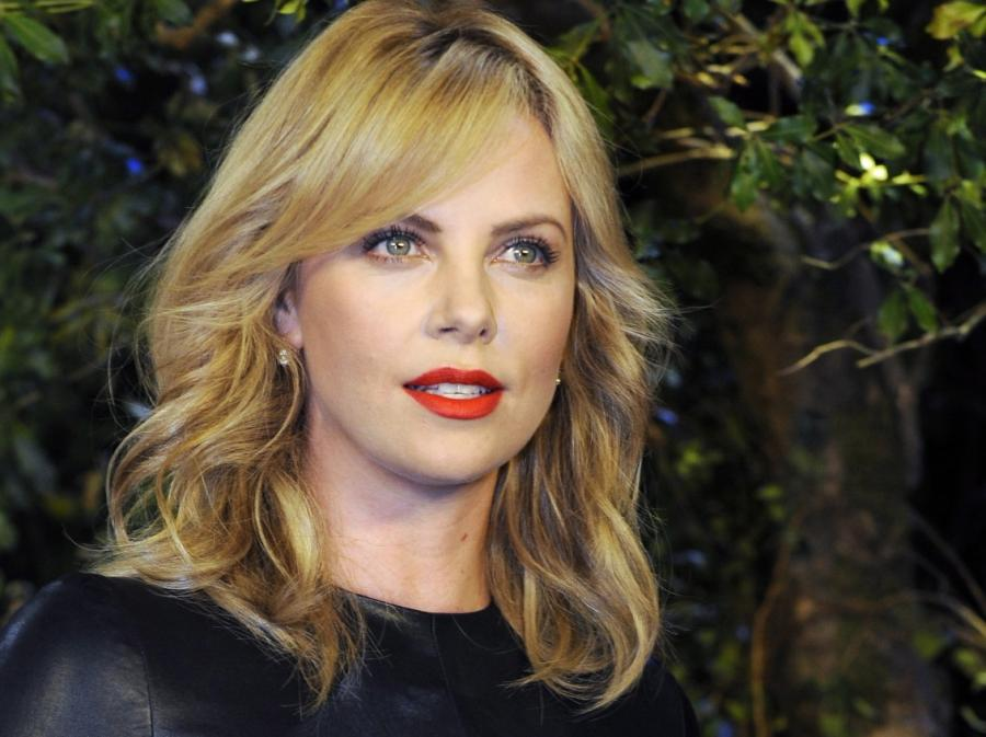 Charlize Theron promuje \