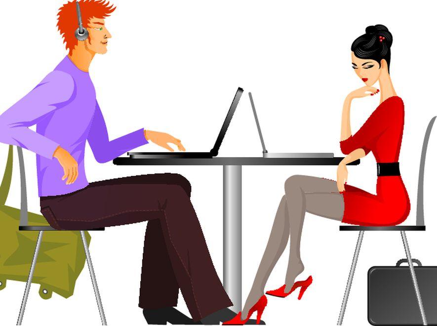 Mężczyzna i kobieta na randce, z komputerami