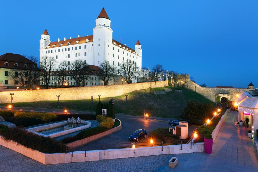 Zamek górujący nad stolicą Słowacji Bratysławą