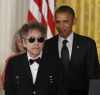 """Bob Dylan uhonorowany """"Medal of Freedom"""" przez Baracka Obamę"""